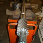 arbre cannelé long pour machine outils avec pignon hélicoïdales