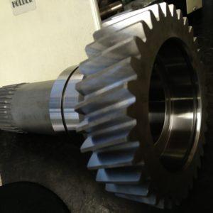 pignon arbré pour transmission de camion tourné taillé trempé rectifié + rectification de denture