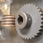 roue et vis fonte taillé à l'outil mouche