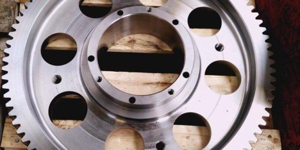 Couronne dentée axe Z acier 42 CD 4 T D 571.048-95 tourné CN dans la masse en 1 seul partie fraisé sur centre d'usinage taillé suivant plan (pas de trempe) PMLAT1000A