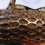 Cylindre gravée en bronze pour confiserie type COLONNA Nous réalisons tous type de gravure au choix du client sur simple esquisse ou bonbon